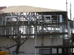 שלד פלדה תוספת קומה אחרי התקנת רעפים