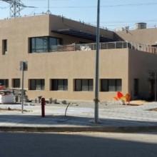 תחנת חשמל דליה עם לוחות מאסטרקיר כחול  אחרי שליכט