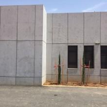 """בטון אדריכלי עם לוחות 18 מ""""מ"""
