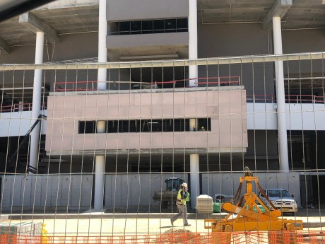 לוחות וילה בורד באיצטדיון בלומפילד - למידע על לוחות ג'ימס הארדי לחץ כאן