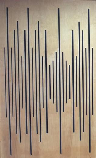 קיר סופג לחדר מוסיקה -לוחות עץ מחורצים ים ומאחור ,הכחול-חומר סופג - באדיבות ליאור מור חדרים אקוסטיים.
